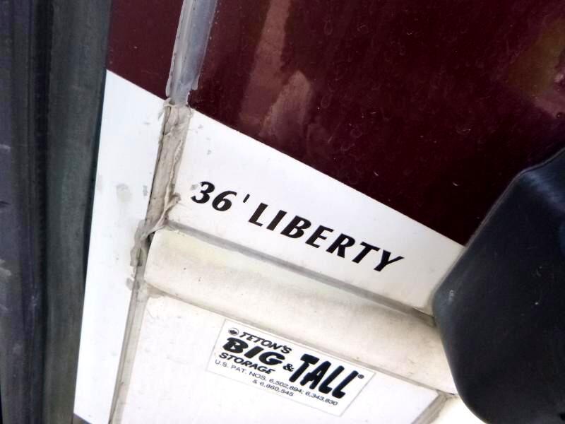 2007 Teton Royal 36' Liberty Experience 3 axle triple slide