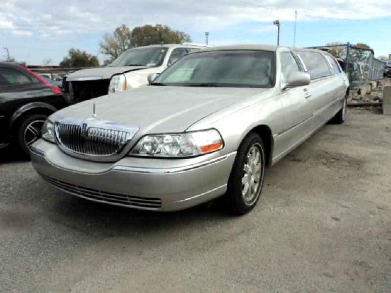 Lincoln Town Car 4dr Sdn Signature Limited 2010