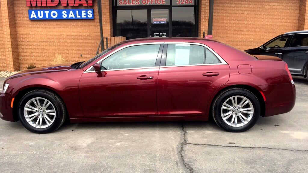 Chrysler 300 4dr Sdn 300 Limited RWD 2017