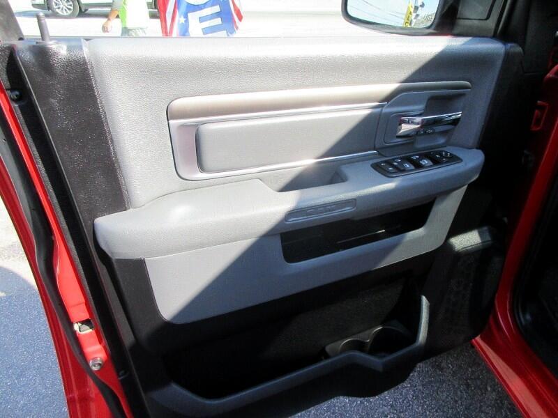 "RAM 1500 4WD Crew Cab 140.5"" Big Horn 2016"