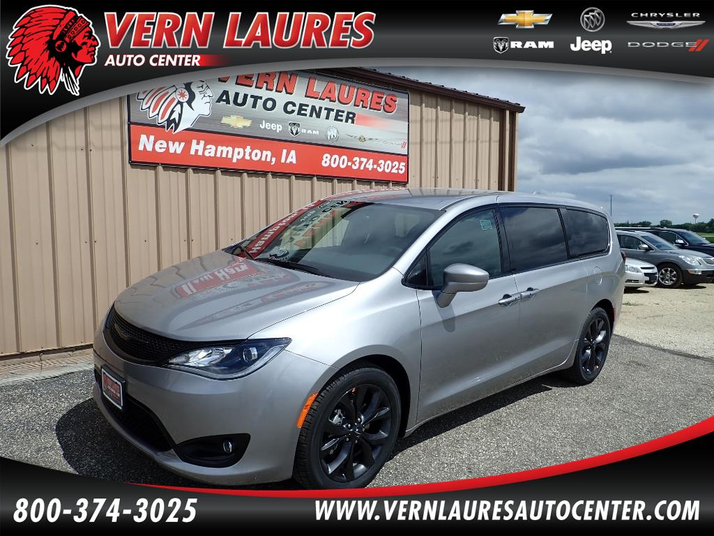 2018 Chrysler Pacifica Touring Plus S Appearance Package