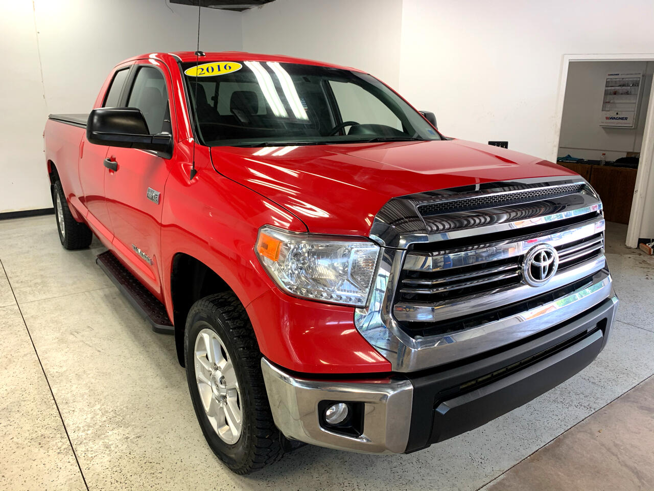 Toyota Tundra SR5 5.7L V8 Double Cab 4WD Long Bed 2016