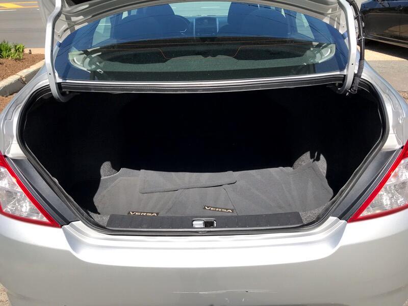 2017 Nissan Versa 1.6 S 5M