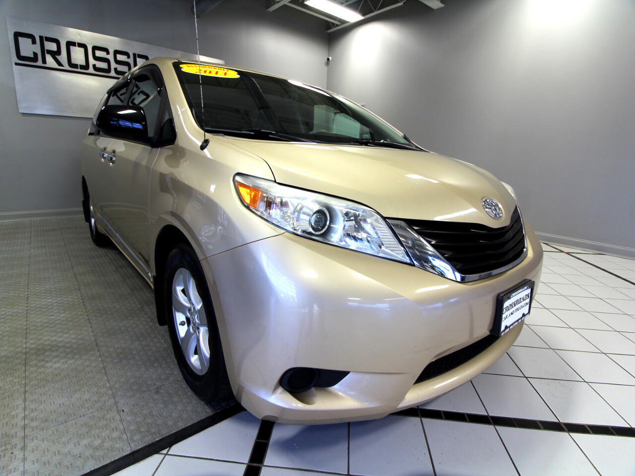 Toyota Sienna 5dr 7-Pass Van LE FWD (Natl) 2011