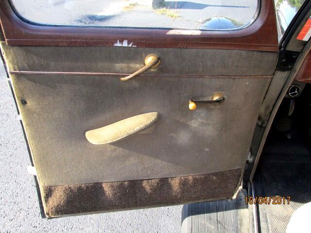 1939 Ford LTD 4-Door