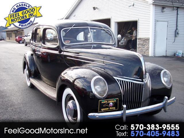 Ford LTD 4-Door 1939