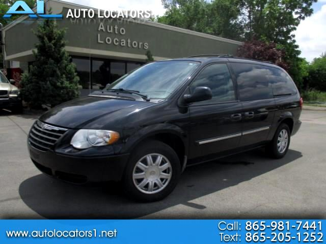 2005 Chrysler Town & Country 4dr Touring FWD