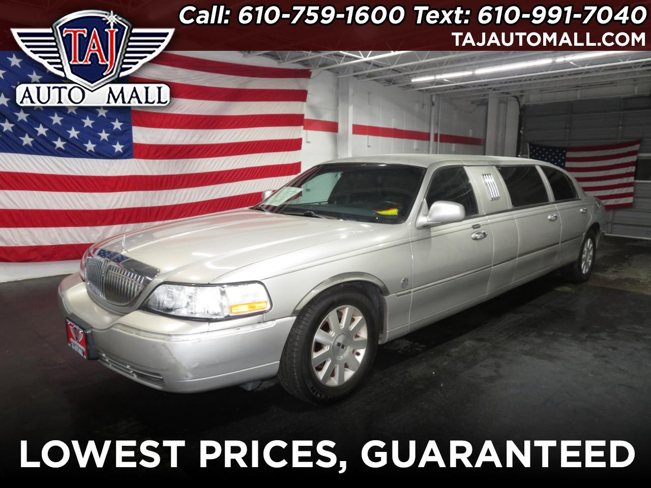 2004 Lincoln Town Car 4dr Sdn Executive w/Livery Pkg