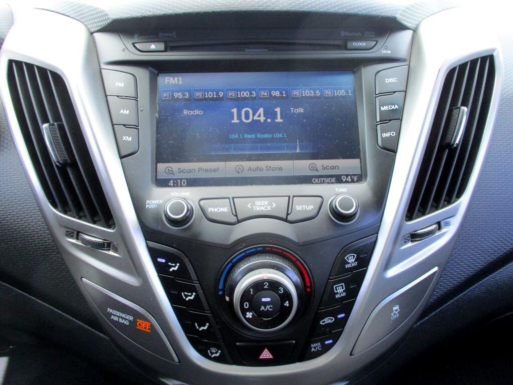 Hyundai Veloster 3dr Cpe Man w/Gray Int 2013