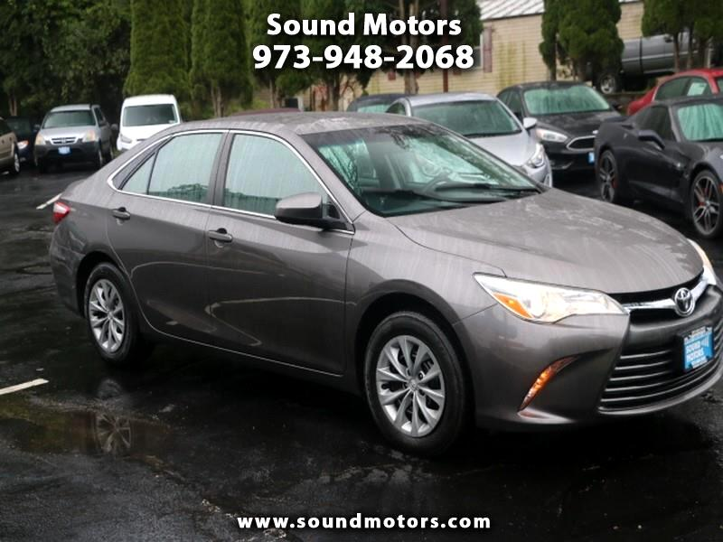 Toyota Camry 4dr Sdn I4 Auto LE (Natl) 2017