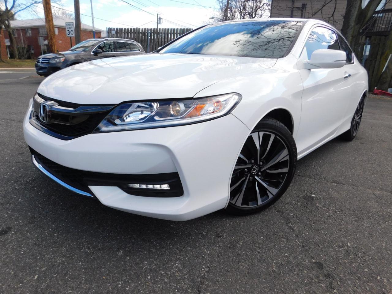 Honda Accord EX-L w/Navigation and Honda Sensing CVT 2017