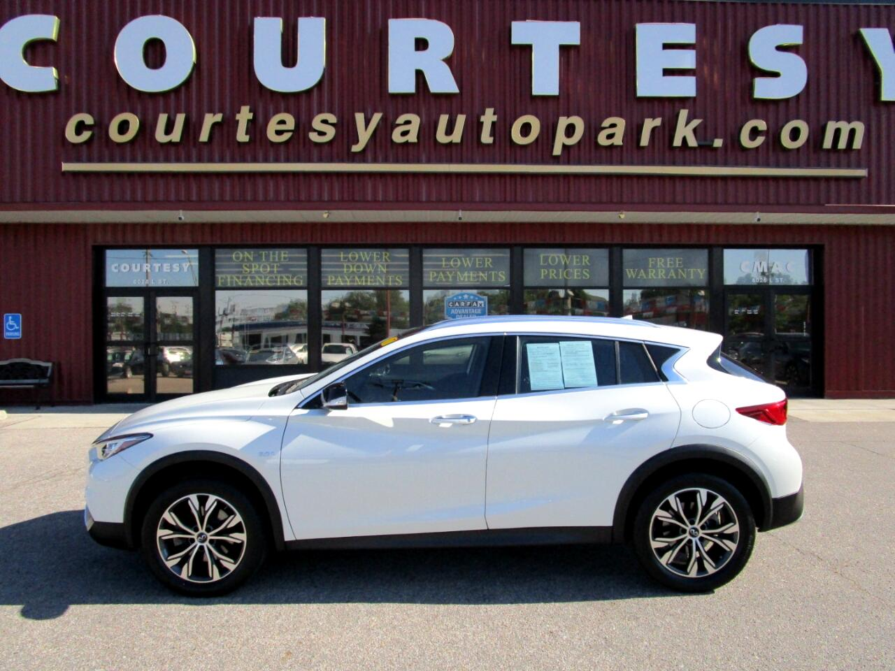 2017 Infiniti QX30 Premium AWD *Ltd Avail*