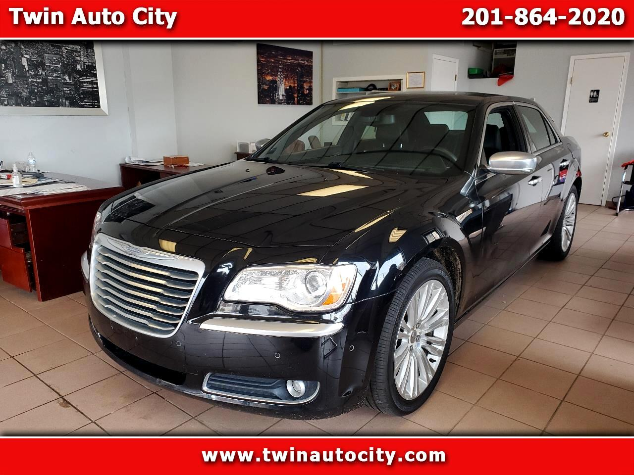 Chrysler 300 4dr Sdn V8 300C Luxury Series RWD 2012