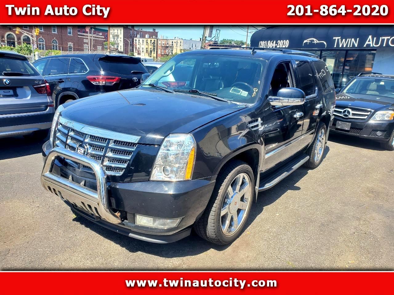 Cadillac Escalade AWD 4dr Luxury 2011