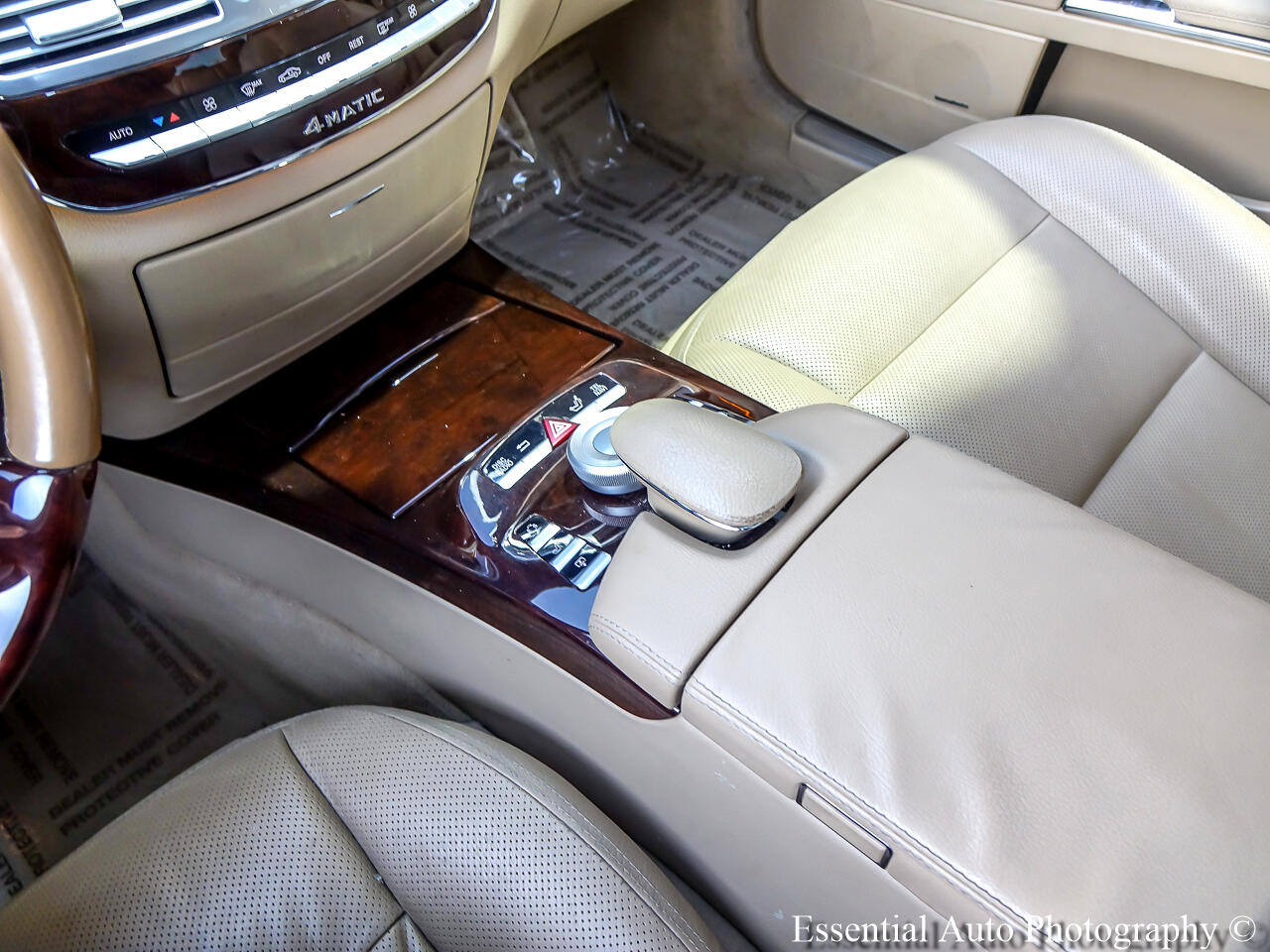 Mercedes-Benz S-Class S550 4-MATIC 2011