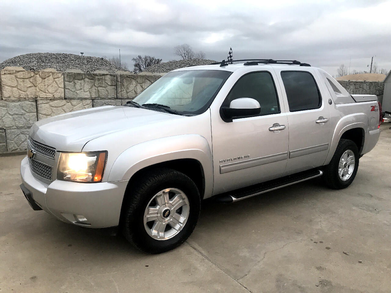 2013 Chevrolet Avalanche 1500 5dr Crew Cab 130