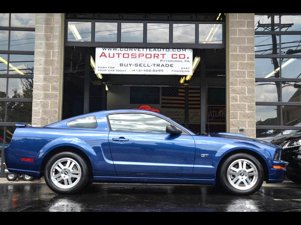 2008 Ford Mustang GT Deluxe Coupe: 2008 Ford Mustang GT Deluxe Coupe 59535 Miles Blue  4.6L V8 SOHC 24V Manual