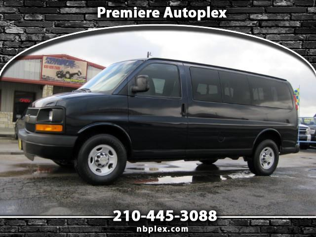 2011 Chevrolet Express G2500 12 Passenger Van Dual A/C V-8 Nice and Clean
