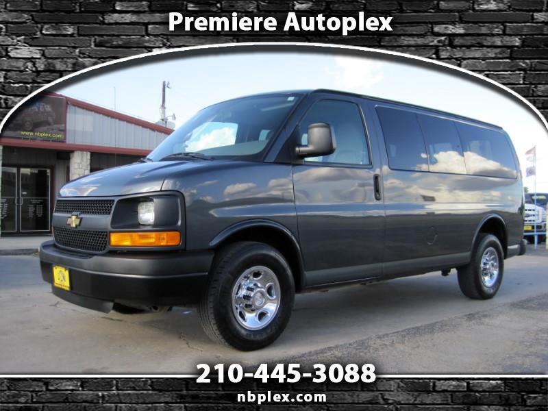 2015 Chevrolet Express 2500 SWB 8 Passenger 3/4 Ton Van 6.0L V-8 Low Mile