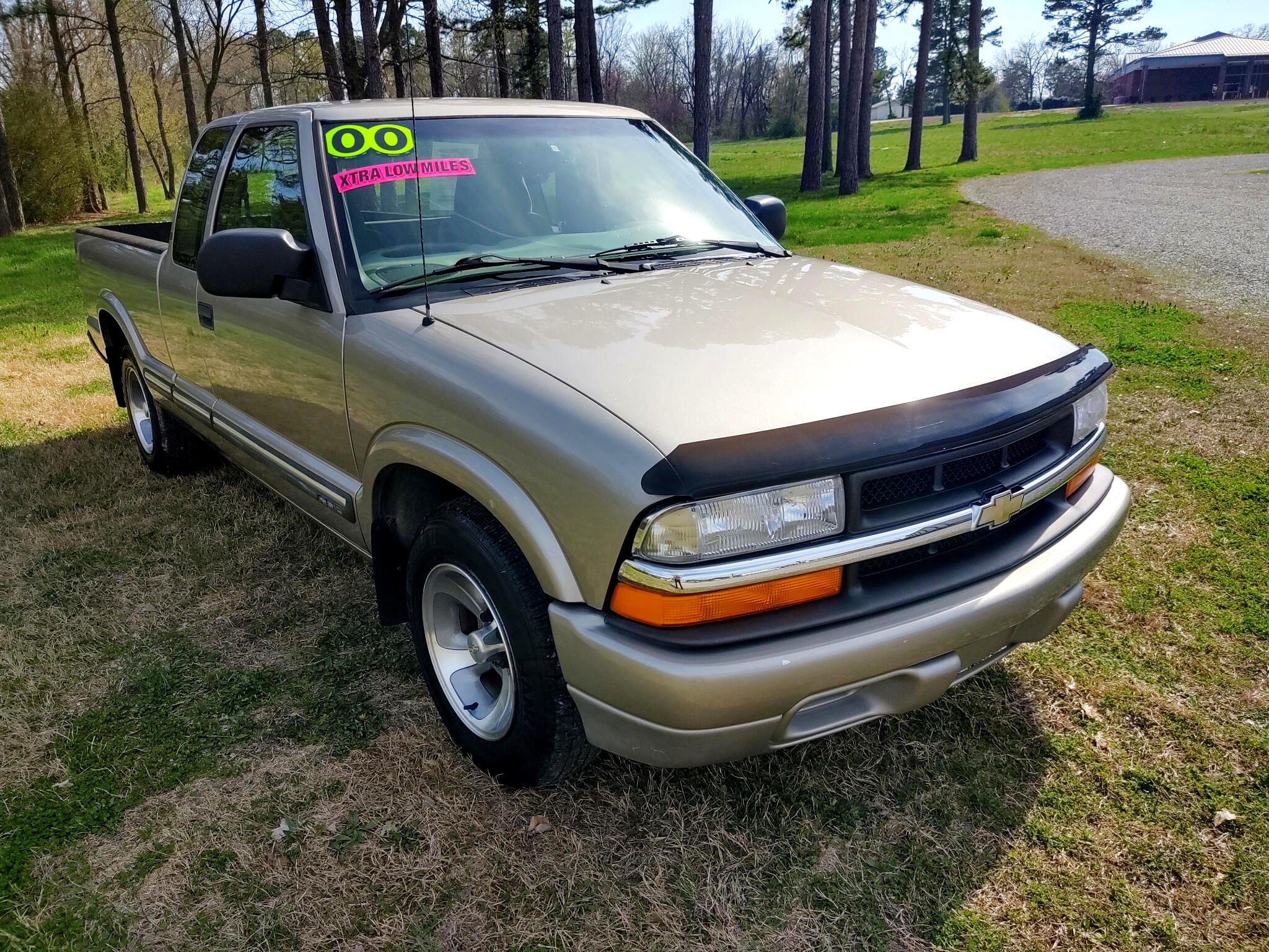 """Chevrolet S-10 Ext Cab 123"""" WB LS 2000"""