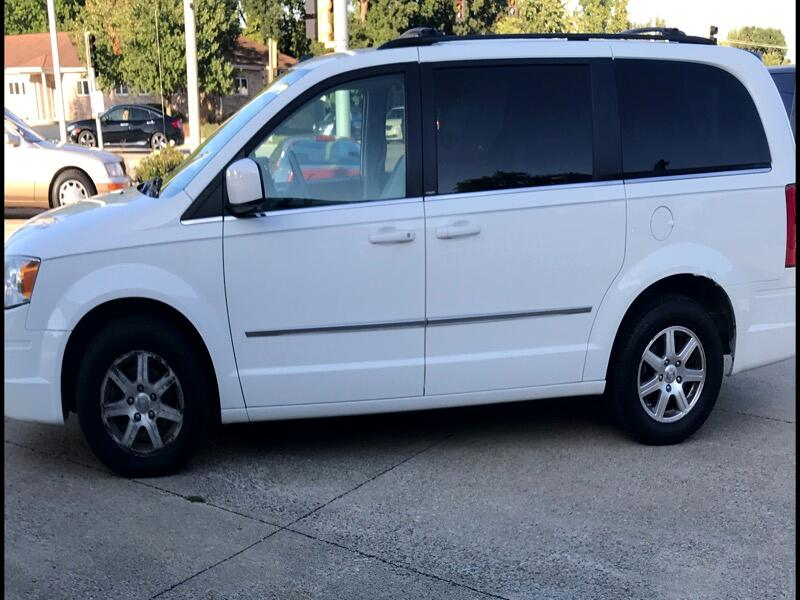 Chrysler Town and Country Touring AWD 2009