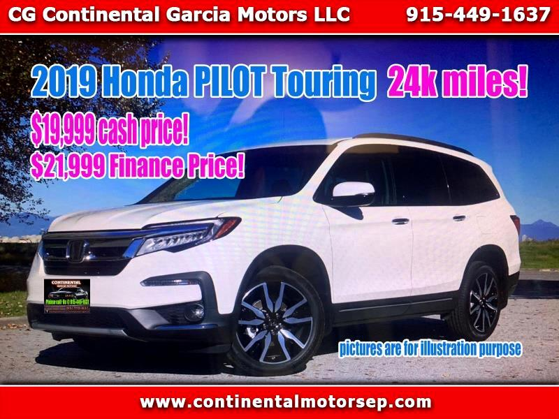 Honda Pilot Touring w/Rear Captain's Chairs 2019