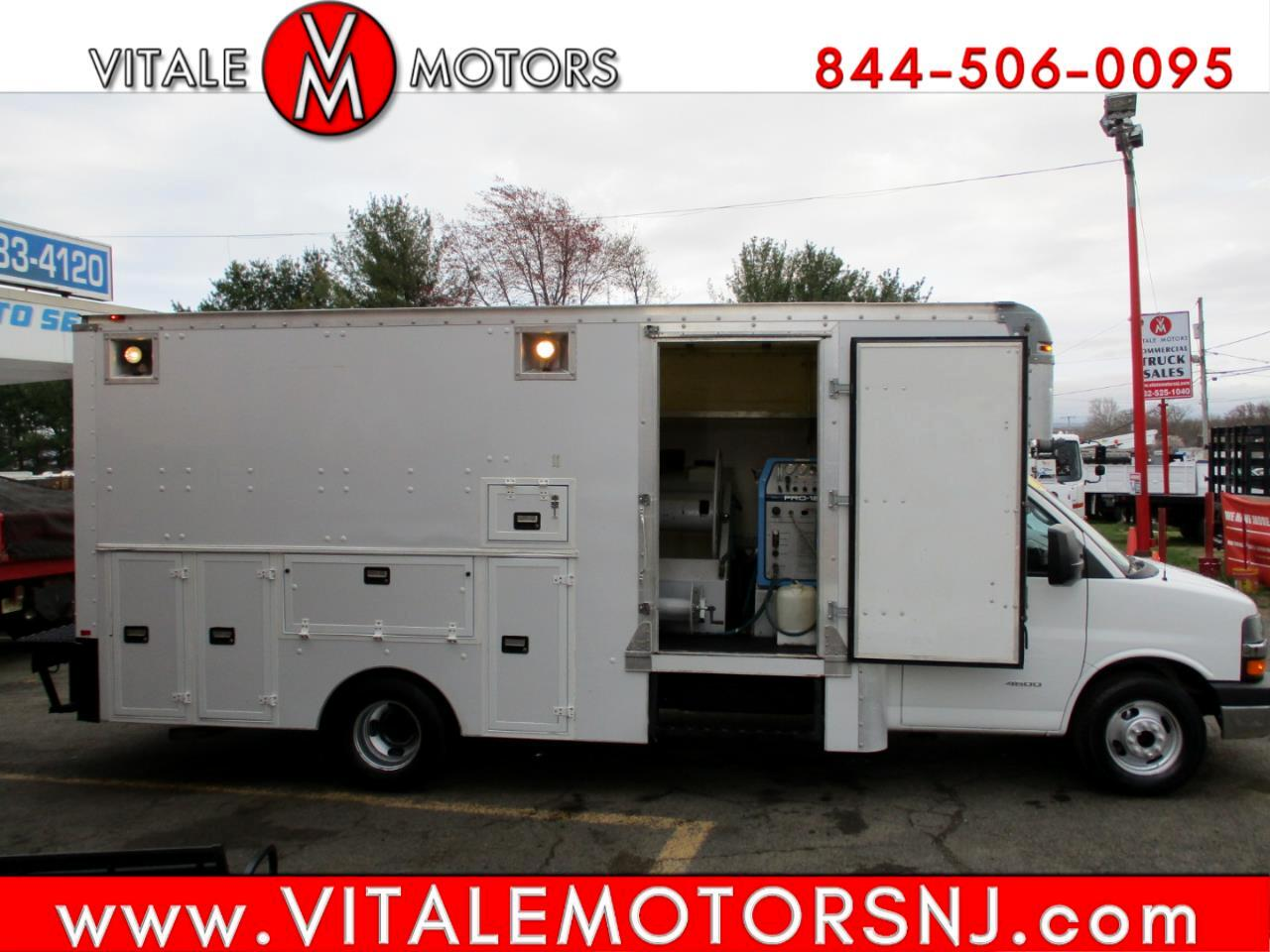 Chevrolet Express Commercial Cutaway  2013