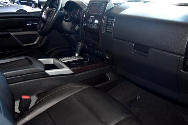 2015 Nissan Titan SL Crew Cab 2WD