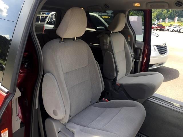 2017 Toyota Sienna LE 8-Passenger