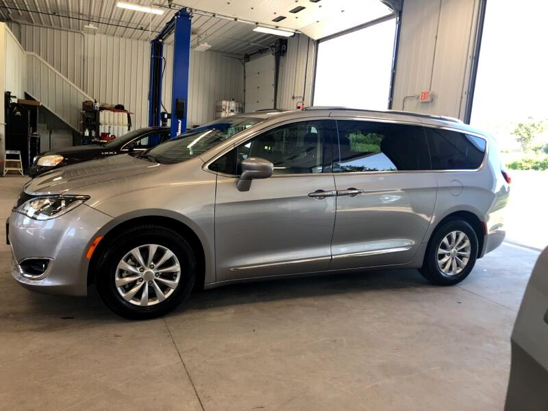 2019 Chrysler Pacifica 4dr Wgn Touring FWD