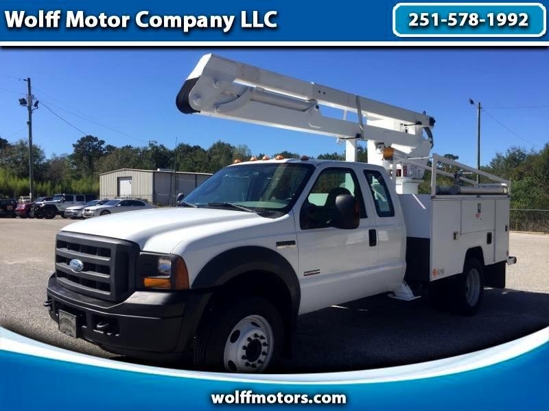"Ford Super Duty F-450 DRW Super Cab 162"" WB 60"" CA Lariat 2005"