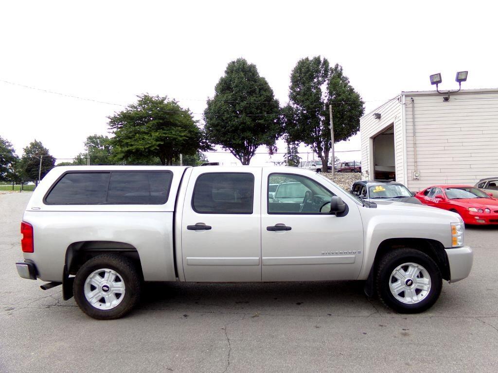 """2007 Chevrolet Silverado 1500 4WD Crew Cab 143.5"""" LT w/1LT"""