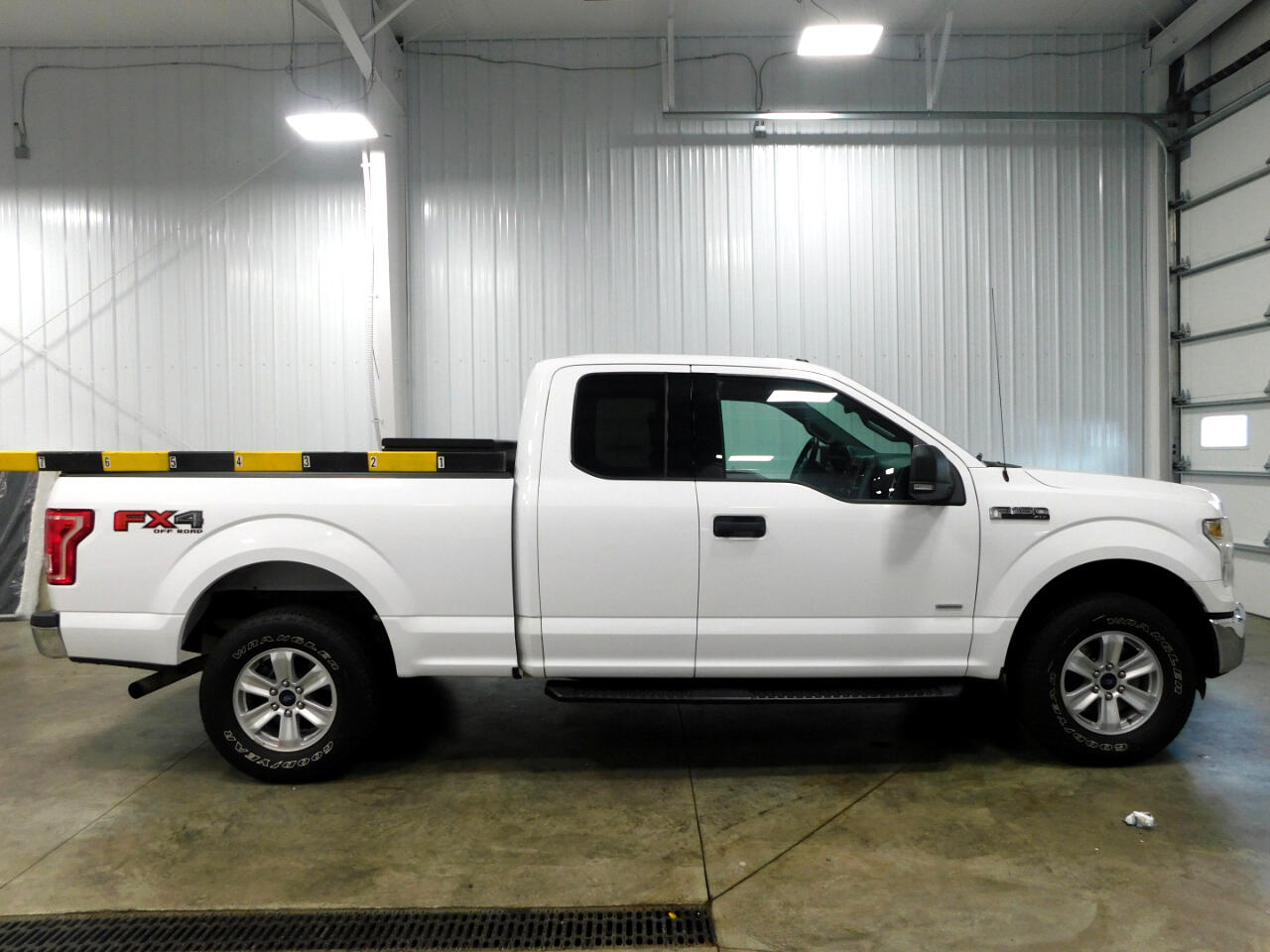 "Ford F-150 4WD SuperCab 133"" FX4 2015"
