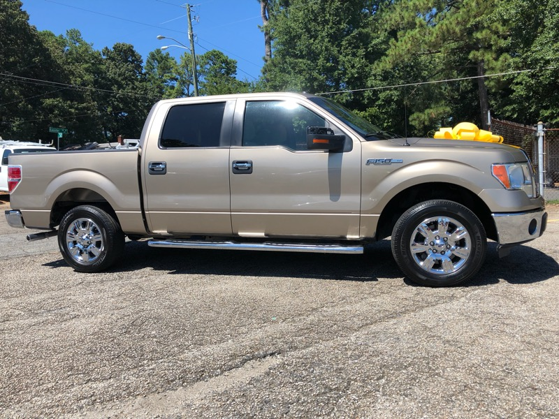 "Ford F-150 SuperCrew 139"" XLT 2011"