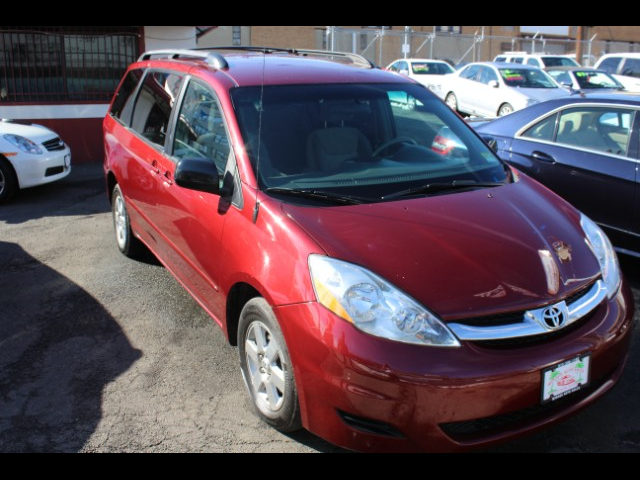 Used 2010 Toyota Sienna for Sale in Newark , NJ 07102 Mirage