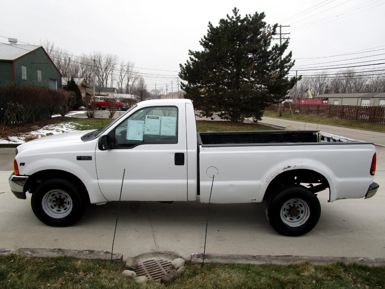 "Ford Super Duty F-250 Reg Cab 137"" XL 2000"