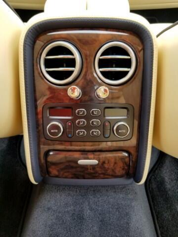 Bentley Continental Flying Spur Sedan 2009