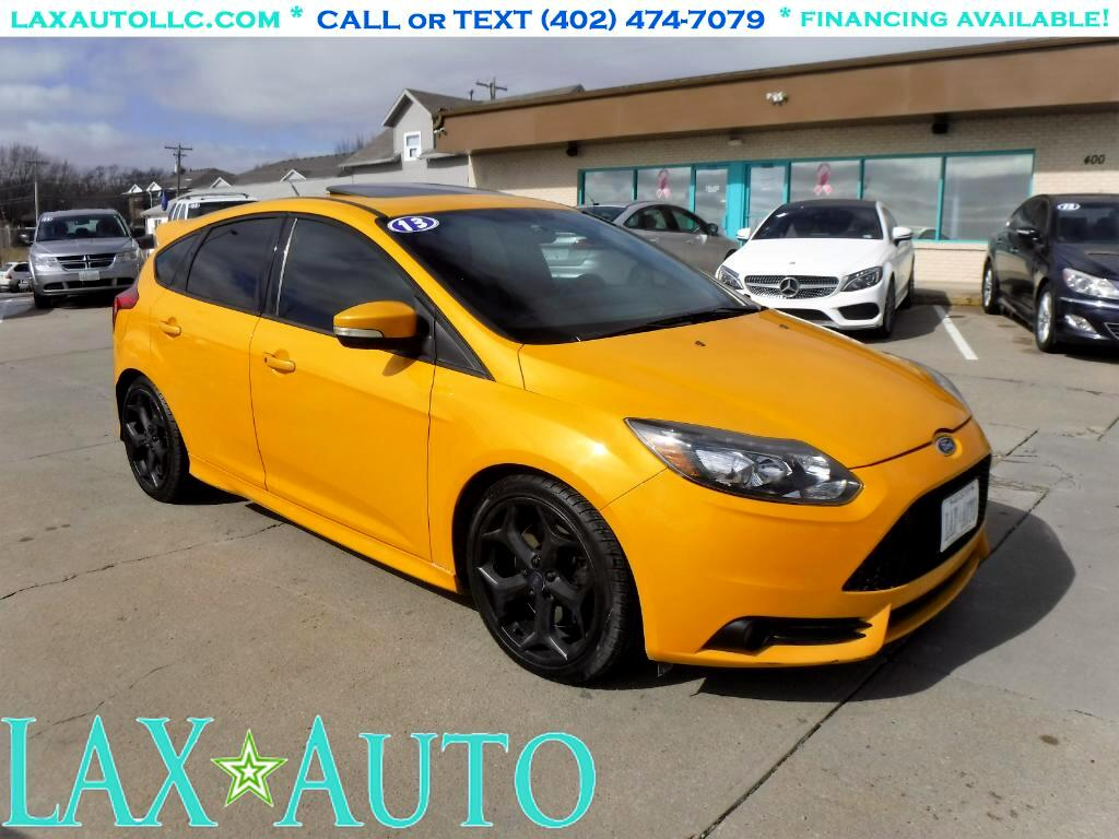 2013 Ford Focus ST Hatch * 6-Speed Sport! * Navi! * Back-up Cam! *