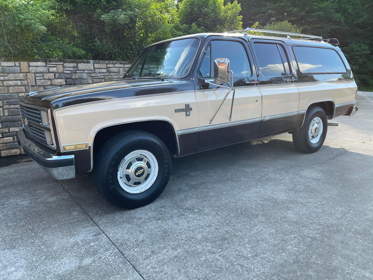 Chevrolet R20 Suburban Silverado 1984