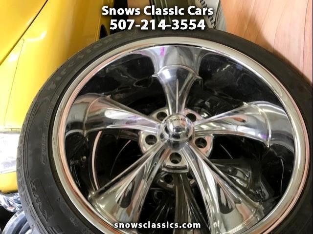 2017 Chevrolet 1/2 Ton Pickups