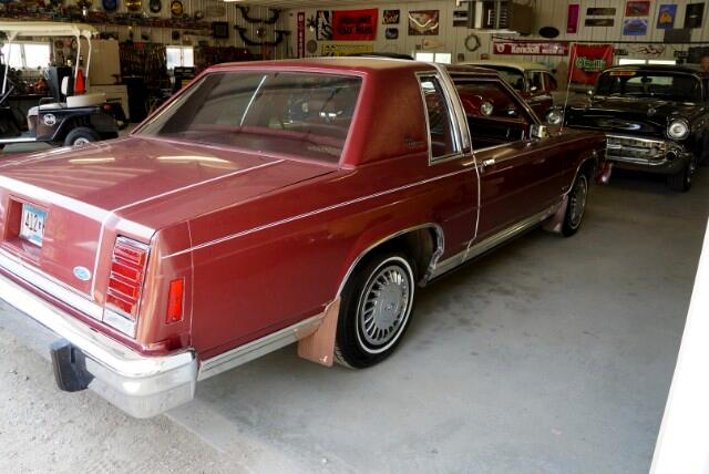 1984 Ford LTD Crown Victoria 2-Door