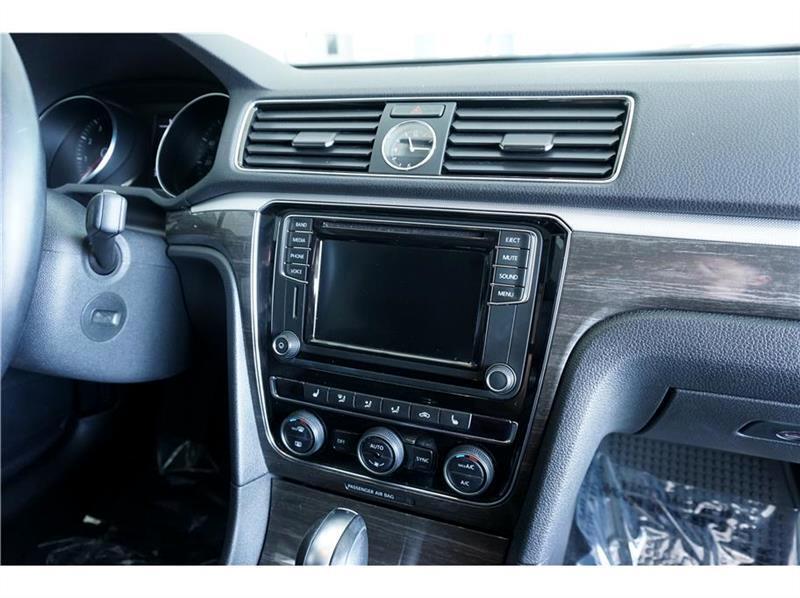 2017 Volkswagen Passat SE 6A