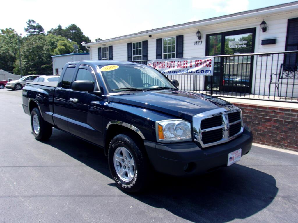 "2005 Dodge Dakota 2dr Club Cab 131"" WB 4WD SLT"