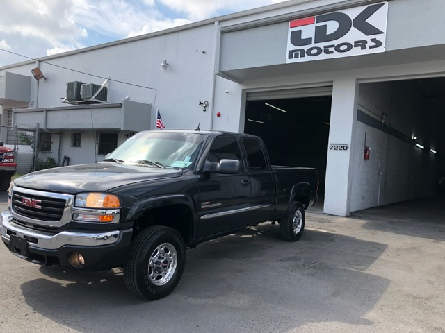 2005 GMC Sierra 2500HD SLT Ext. Cab Long Bed 2WD