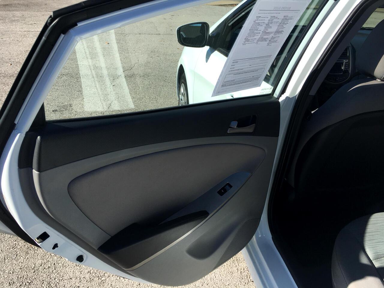 2016 Hyundai Accent 4dr Sdn Man SE