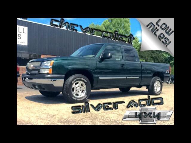 2004 Chevrolet Silverado 1500 LS Ext. Cab 4-Door Short Bed 4WD
