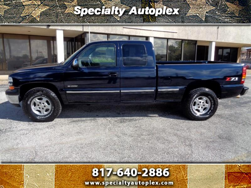 Chevrolet Silverado 1500 LS Ext. Cab 3-Door Short Bed 4WD 2000