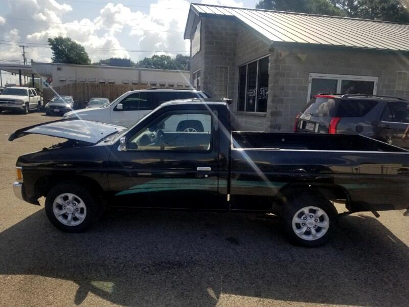 1994 Nissan Pickup XE Reg. Cab 2WD