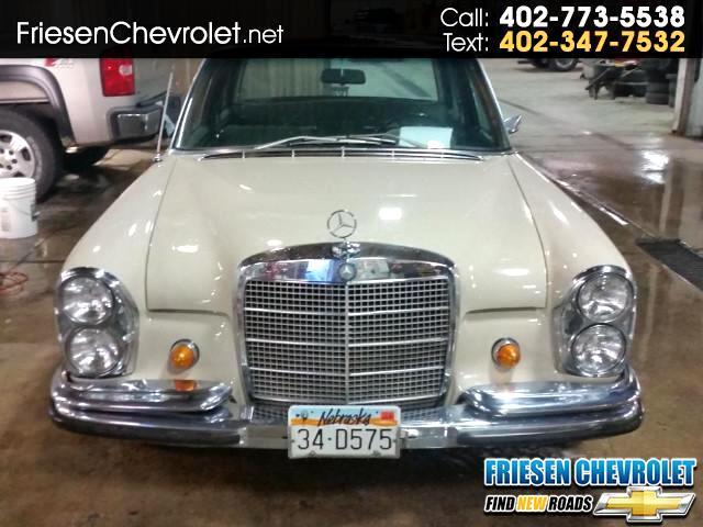 1968 Mercedes-Benz 250S 4 door