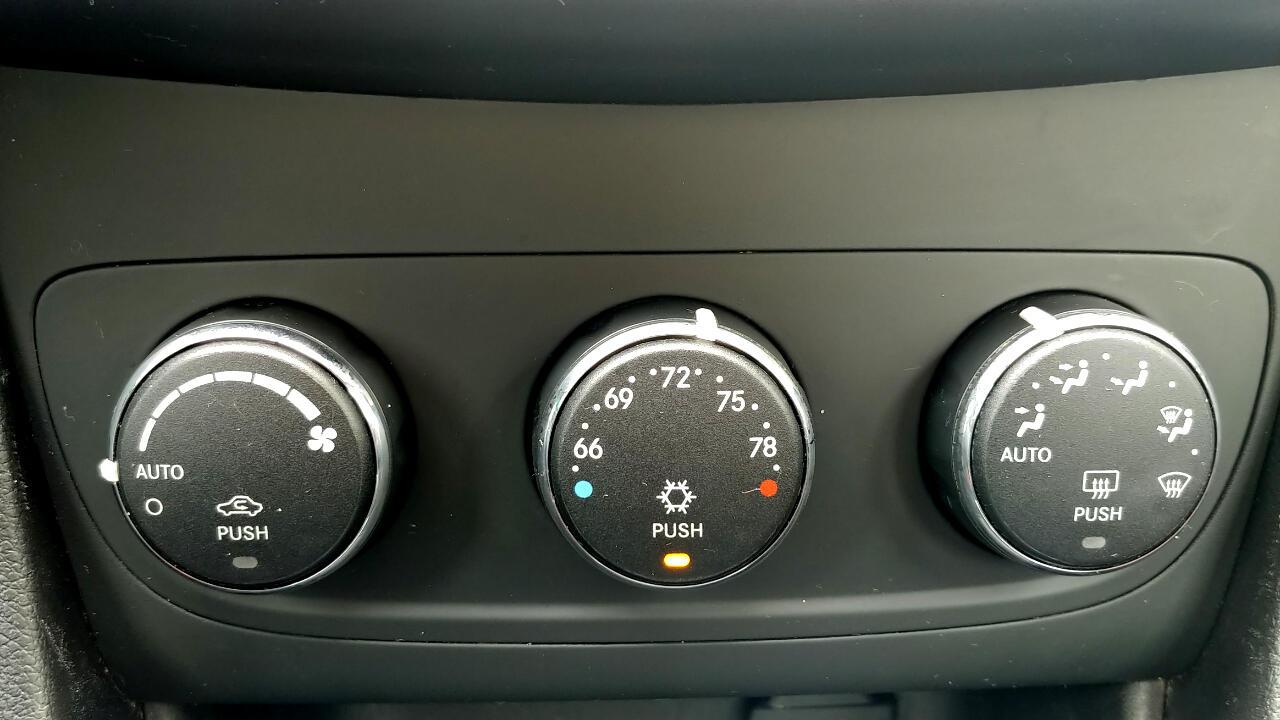 2011 Dodge Avenger 4dr Sdn Heat